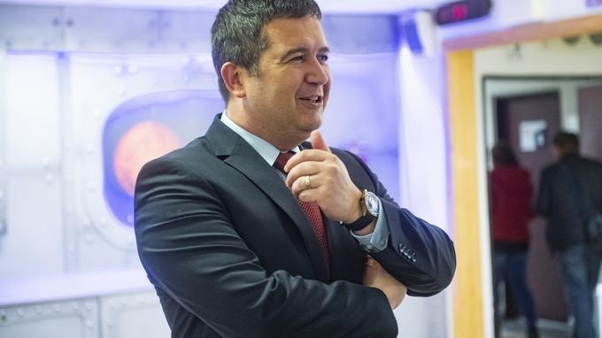 Jan Hamáček – ministr vnitra a šéf Ústředního krizového štábu.