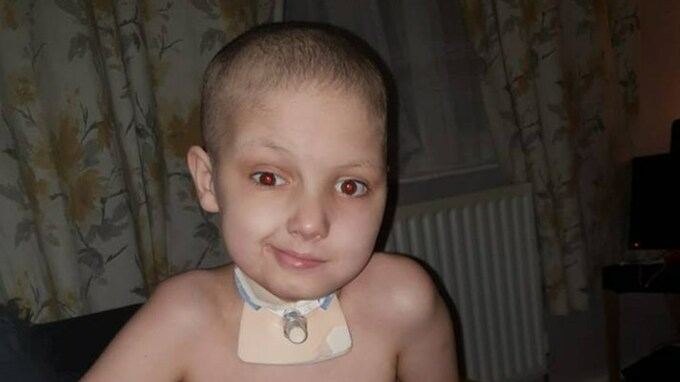Jeho matku nutili zřeknout se lékařské péče, kdyby dostal koronavirus  (JustGiving)