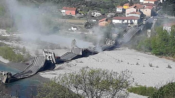 Most v Itálii se zřítil