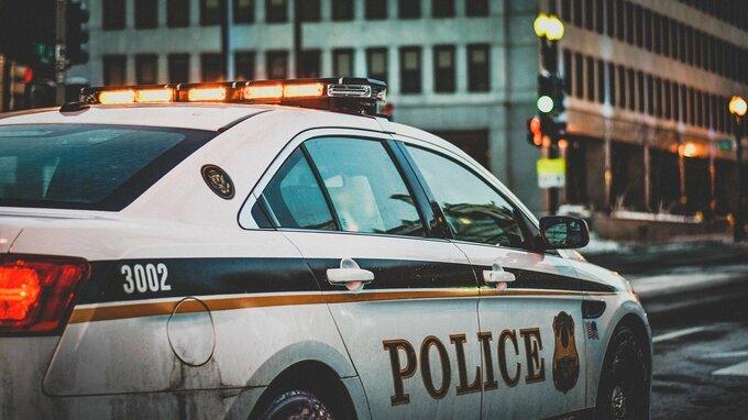 Muž převlečený za policistu postřílel za půl dne nejméně šestnáct lidí