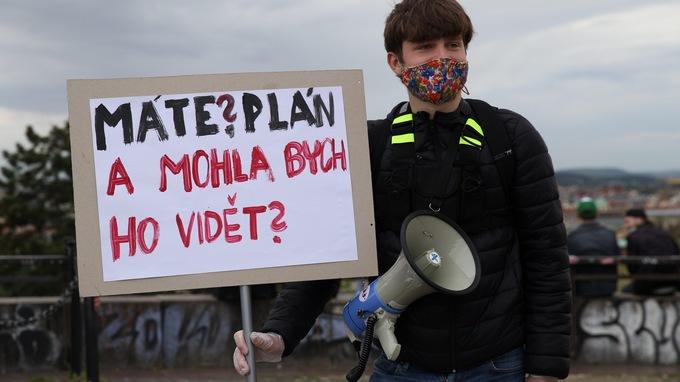 Lidé v Praze protestovali proti vládě