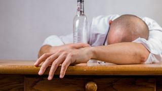 Opilec napadal svoji matku