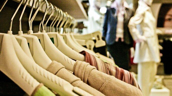 Žádné zkoušení oblečení, zavelelo ministerstvo zdravotnictví
