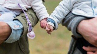 Covidové prsty jsou příznakem koronaviru u dětí.