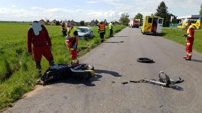 Motorka se srazila s autem, motorkář zemřel