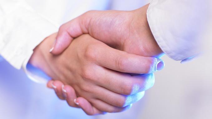 Přestanou si lidé podávat ruce?