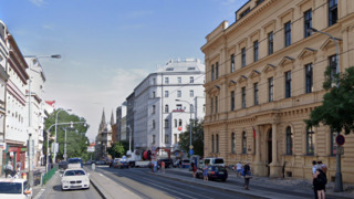 Motorkář srazil v Praze dítě na přechodu