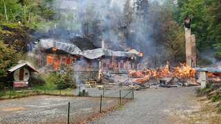 Požár historických chat v Českém Švýcarsku