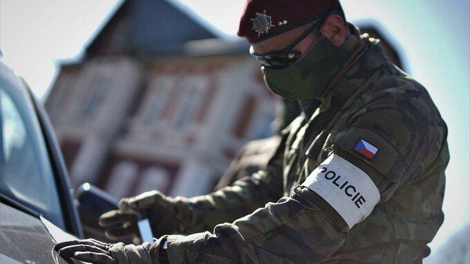 Policie bude na hranicíc namátkově kontrolovat platnost testů.