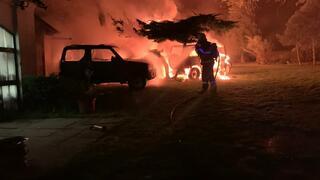 Hasiči museli vyjíždět k požáru vozů.
