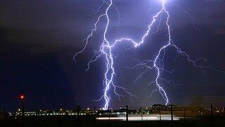 Meteorologové prodloužili výstrahu.