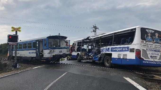 Nehoda vlaku si vyžádala 10 zraněných.