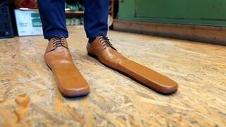 Obuvník Grigore Lup vyrábí hodně netradiční obuv