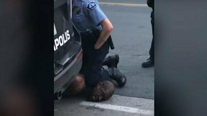 Floyd zemřel na udušení, které způsobil policista.