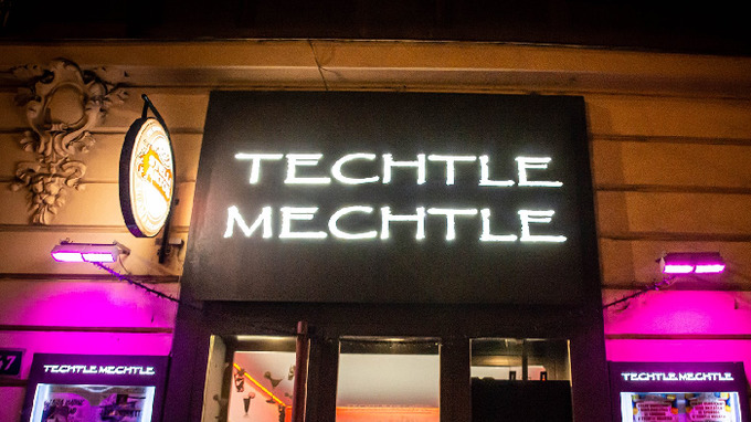 V pražském klubu se nakazili několik desítek lidí.