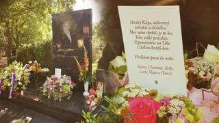Hrob Karla Gotta na pražských Malvazinkách.