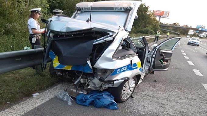 Při nehodě zemřel policista.