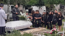 Rodina se loučí s mužem, který utýral tříleté dítě.