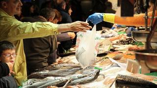 Na trzích se může stát, že ryba vlivem počasí přijde o svou čerstvost.