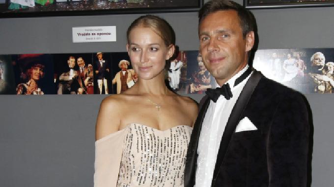 Roman Vojtek s půvabnou manželkou Petrou.