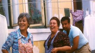 Božena Böhmová (vlevo) v seriálu Chalupáři.