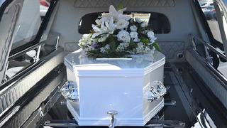 Rodina pro Josefa K. zařídila honosný pohřeb.