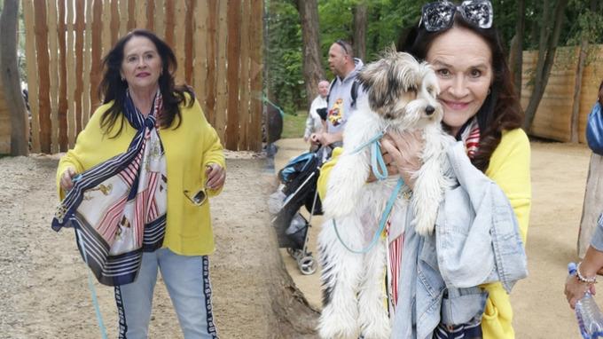 Herečka Hana Gregorová se svým psím miláčkem.
