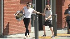Angelina s dcerou na nákupech
