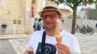 Michal Isteník si na dovolené v Chorvatsku vychutnal ochlazení v podobě zmrzliny.l