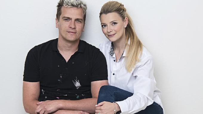 Julián se svou partnerkou Bárou.