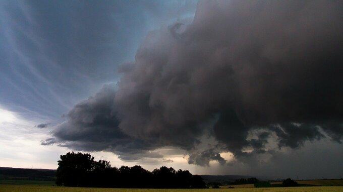 V neděli Česko zasáhnou silné bouřky