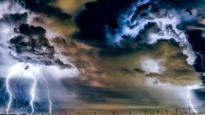 Meteorologové očekávají silné bouřky.