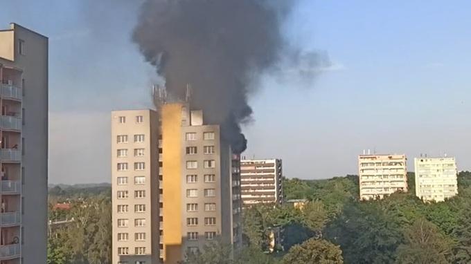 V Bohumíně začal hořet panelák