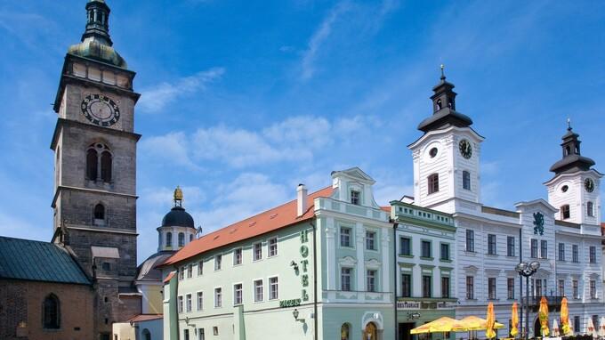 Bílá věž v centru města Hradec Králové