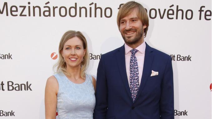 Adam Vojtěch se svou půvabnou manželkou