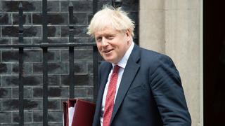 Boris Johnson měl před nemocí mnohem více kilogramů