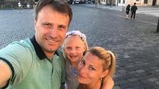 Pavel s manželkou a dcerou