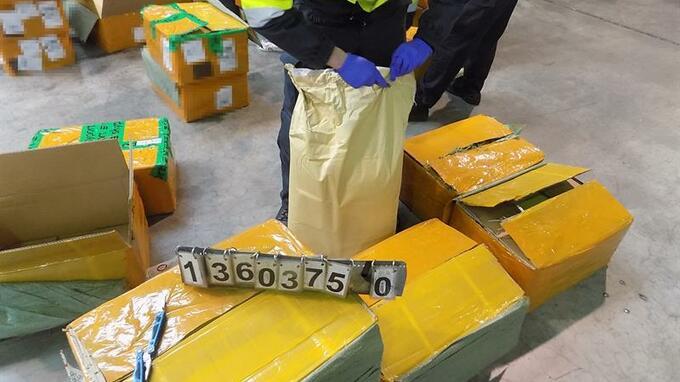 Celníci zadrželi velké množství  látky na výrobu drog