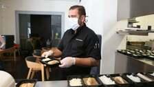 Radek Kašpárek se rozhodl vařit pro zdravotní personál