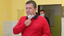Jan Hamáček má zatím lehčí průběh nákazy