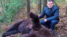 V ruském městě medvědi vyhrabávají hroby