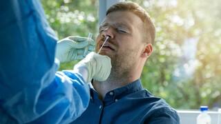 Většina lidí přišla v souvislosti s koronavirem o čich a chuť.