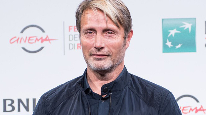 Dánský herec je žhavý kandidát na Grindelwalda