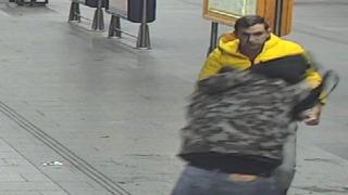 Policie vyhlásila po muži, který se dostal do potyčky