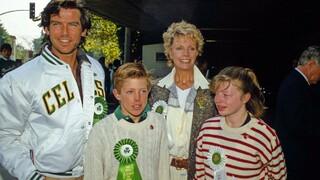 Pierce Brosnan s manželkou Cassandrou Harris, dcerou Charlotte a synem Christopherem