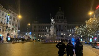 Policie kontroluje dodržování opatření na Václavském náměstí