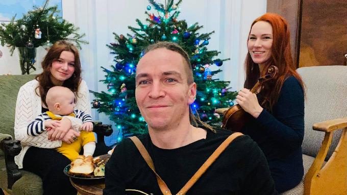 Politik Ivan Bartoš s rodinou