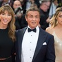 Herec Sylvester Stallone s manželkou (vlevo) a dcerou.