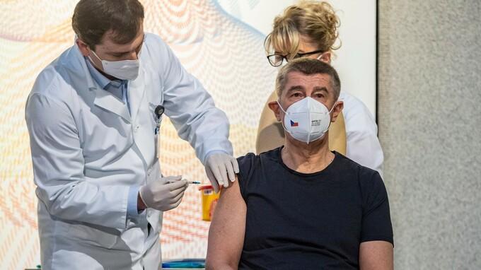 Andrej Babiš dostal jako první vakcínu