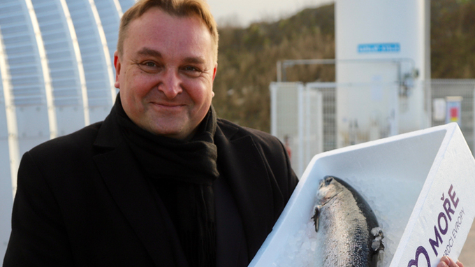 Lukáš Černý chová lososy v českém moři v Červeném Kostelci